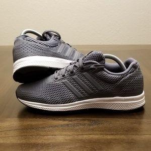 Adidas Mana Bounce Size 8 Grey White